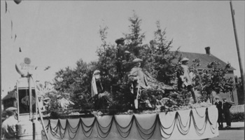 Samuel de Champlain Pageant Float 1925