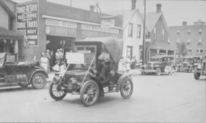 The Old 1908 Auto Car. Photo by Hartley Trussler.
